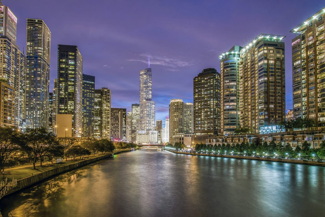 The Chicago Riverfront. Photo by Pedro Lastra on Unsplash